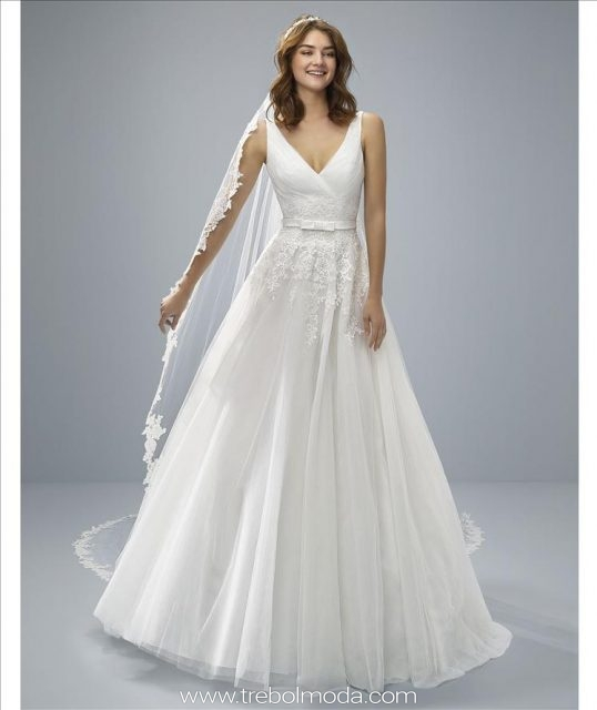 24db7c6e56f Orotava  Sensual vestido de novia corte princesa con falda de tul y espalda  en pico con efecto corset. Un diseño muy romántico y elegante que destaca  por el ...